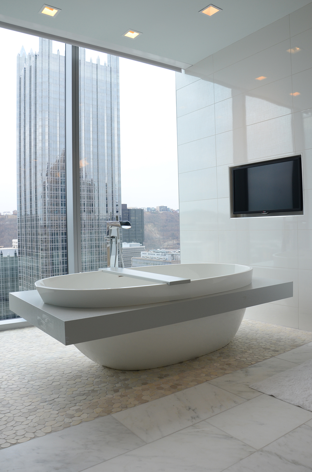3 PNC 17th Floor Bath | LUXE Pittsburgh